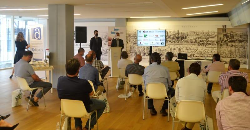 Encuentro asociativo de ADIPAEX en el Espacio Primera Vuelta al Mundo de Sevilla.